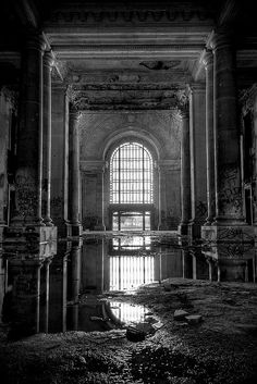 Deserted Places: Michigan Central Station: The most iconic abandoned building of Detroit Old Buildings, Abandoned Buildings, Abandoned Places, Abandoned Castles, Urban Decay Photography, White Photography, Photography Store, Fantasy Photography, Portrait Photography