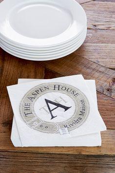 """Tøffe papirservietter fra anerkjente Riviera Maison med teksten """"The Aspen House"""" på."""