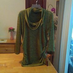 "L / NWOT TOP Light weight &soft does not wrinkle. Has Ruching sides .95%polyester 5%spandex. Shoulder to hem 29"" Chaus Tops"