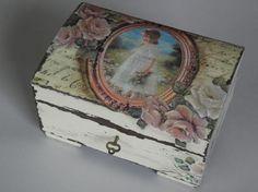 Cajita de madera con decoupage rosas pintar.