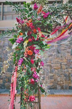 21 beautiful wedding arch ideas with flowers 12