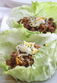 is a great way to lower the calories on a dinner favorite while keeping it tasty. Try out these Turkey Taco Lettuce Wraps.Here is a great way to lower the calories on a dinner favorite while keeping it tasty. Try out these Turkey Taco Lettuce Wraps. No Calorie Foods, Low Calorie Recipes, Healthy Dinner Recipes, Mexican Food Recipes, Healthy Lunches, Lunch Recipes, Tasty Meals, Wrap Recipes, Rice Recipes