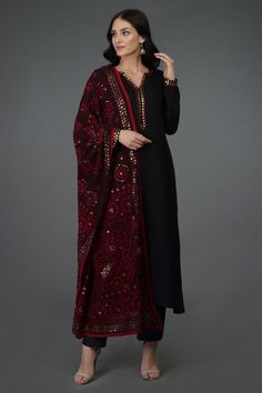 Simple dress with Heavy dupatta Simple dress with heavy dupatta, suits with heavy work dupatta, trendy plain suit with shawl fashion, Pakistani latest shawls dresses designs, Plain chiffon dupatta designs Simple Pakistani Dresses, Pakistani Dress Design, Pakistani Outfits, Stylish Dresses, Simple Dresses, Fashion Dresses, Designer Kurtis, Ethnic Outfits, Indian Outfits
