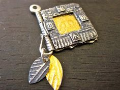 Making tiny hinged book charms gives me a way to explore PMC Sterling through less elaborate construction than boxes or box . Book Jewelry, Jewelry Art, Jewelry Making, Wire Jewelry, Jewelry Crafts, Jewelry Ideas, Jewelery, Silver Jewelry, Metal Clay Jewelry