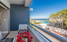 First Beach Studio - Slick, ultra-modern and hassle-free, this is the perfect Clifton lock-up and go holiday or business stopover. Comfortably furnished and freshly decorated in natural tones and fabrics, this air-conditioned .