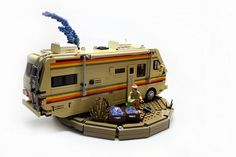 This Breaking Bad LEGO meth lab. (Click through to see other parts of Breaking Bad in LEGO form) Breaking Bad, Crystal Meth, Crystal Ship, Lego Cars, Construction Lego, 8bit Art, Cool Lego Creations, Lego Worlds, Lego Models