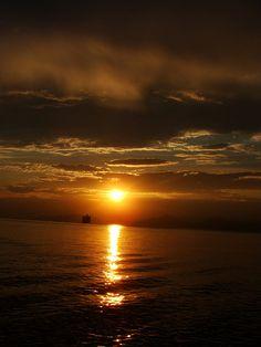 SUNSET(POR-DO-SOL)NO MAR DE SANTOS.MARIA ALICE BRAZIL. by Maria Alice Leça (Brazil), via Flickr