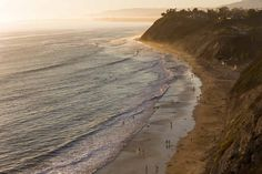 This article was written in collaboration with Expedia.com. The West Coast of the United States is a popular road trip destination among tourists and locals. Driving from South to North (or vice versa) will offer spectacular views, amazing national parks and vibrant cities. From Los Angeles to San F…