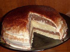 Простой торт на кефире со сметанным кремом.