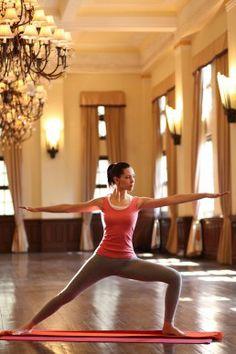 Yoga dans l'ancien palais du maharaja de Tehri Garhwal : Ananda in the Himalayas Retraite de rêve au pied de l'Himalaya.   #yoga #inde  www.spadreams.fr/pas-cher/inde/nord-de-linde-uttarakhand/narendra-nagar/ananda-in-the-himalayas/