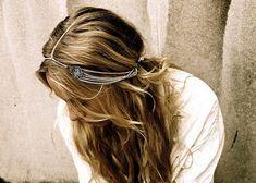 Correntes e cabelo solto