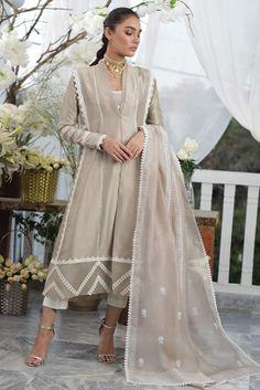 Simple Pakistani Dresses, Pakistani Fashion Casual, Pakistani Outfits, Pakistani Kurta, Embroidery Suits, Flower Embroidery, Embroidered Flowers, Embroidery Designs, Stylish Dresses