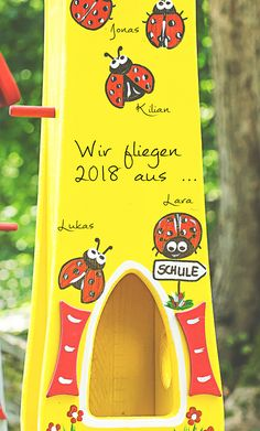Bird House Plans, Farewell Gifts, Diy Bird Feeder, Plant Supports, Beer Caps, The Wedding Date, Custom Stamps, Types Of Flowers, Imaginative Play