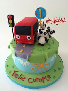 """Pastel de primer Cumple con Panditas y camioncito """"Nursery rhymes"""" // Little pandas and red bus first birthday cake // The wheels on the bus"""