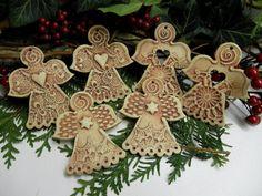 Andílek k zavěšení / Zboží prodejce Líísteček | Fler.cz Air Dry Clay, Clay Projects, Advent, Diy And Crafts, Pottery, Ceramics, Cakes, Christmas Ornaments, Holiday Decor