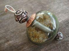 Holle geblazen kraal, mooi verwerkt aan zilveren beadpin, zilveren tussen kraal en zilveren eindwisselkraal.