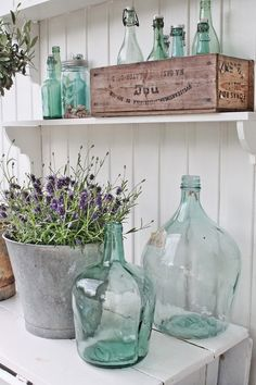 Things I love all in one place: old bottles, galvanized steel, wooden boxes and lavender. Things I love all in one place: old bottles, galvanized steel, wooden boxes and lavender. Antique Bottles, Old Bottles, Vintage Bottles, Antique Glass, Vintage Perfume, Perfume Bottles, Country Decor, Farmhouse Decor, Country Style