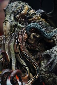 Paul Komoda's CTHULHU Prepainted Statue, produced by Gecco  The actual product condition displayed at New York Comic Con 2016.