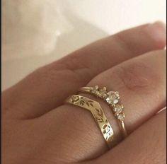 Celtic Wedding Rings, Wedding Rings Simple, Beautiful Wedding Rings, Wedding Rings Rose Gold, Wedding Rings Vintage, Unique Rings, Vintage Style Engagement Rings, Vintage Weddings, Solitaire Engagement