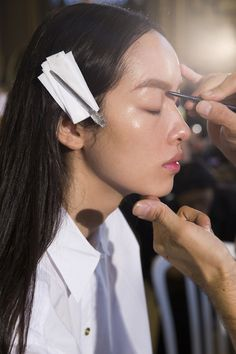 Stella McCartney Spring 2016 Ready-to-Wear Beauty Photos - Vogue