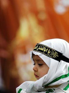What a cutie! Muslim Girls Photos, Muslim Images, Cute Muslim Couples, Girl Photos, Little Girl Photography, Children Photography, Hussain Karbala, Karbala Photography, Beautiful Girl Drawing