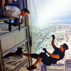 Behind-the-Scenes of Mission: Impossible Ghost Protocol with Jeremy Renner and Tom Cruise on the Burj Khalifa. Jeremy Renner, Tom Cruise, Mi Ghost Protocol, Mission Impossible Fallout, Z Cam, Film Review, Action Movies, Stunts, Fan Art
