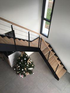 Escalier industriel LOFT avec palier intermédiaire Home Stairs Design, Home Building Design, Building A House, Loft Staircase, House Stairs, 2 Storey House Design, Tiny House Design, Interior Stair Railing, Stair Plan