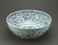 Bowl, Ming dynasty, Hongwu reign (1368-1398). Porcelain with cobalt decoration under colorless glaze.H: 15.7 W: 41.0 cm,  Smithsonian Institution