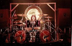 Shout at the devil 1983 Tommy Lee Motley Crue, Drums Electric, Hair Metal Bands, Shout At The Devil, Pearl Drums, Vintage Drums, Geek Games, Country Artists, Drum Kits