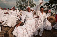 Información y detalles de los departamentos y ciudades de la Región Pacífica de Colombia. Colouring Pics, Instagram And Snapchat, Lets Dance, Costumes, Bird, Painting, Animals, Beautiful, Nye