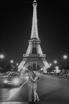 the Eiffel Tower money shot .I want to go to Paris SO bad. Paris 3, Paris Love, Torre Eiffel Paris, Triomphe, Romance, Dream Vacations, Places To See, Beautiful Places, Around The Worlds