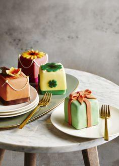 #globus #savoirvivre #deli #delicatessa #food #dessert #cake Junk Food, Yummy Cakes, Deli, Panna Cotta, Good Food, Ethnic Recipes, Desserts, Photography, Dessert Ideas