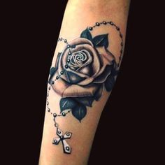 foot tattoos for women Rosary Tattoo On Hand, Rosary Foot Tattoos, Rosary Bead Tattoo, Best Sleeve Tattoos, Mom Tattoos, Body Art Tattoos, Hand Tattoos, Roseary Tattoo, Rosen Tattoos