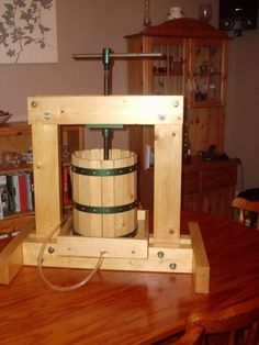Downsizer: for a sustainable & ethical future - Making a simple cider/wine press Furniture Projects, Wood Projects, Woodworking Projects, Beer Brewing, Home Brewing, Apple Cider Press, Homemade Cider, Wine Press, Driftwood Lamp