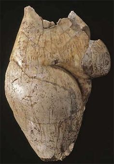 The Venus of La Poire, 'Grotte du Pape' at Brassempouy Mound Of Venus, Ancient Artefacts, Mother Goddess, Iron Age, Divine Feminine, Tribal Art, Goddesses, Archaeology, Civilization