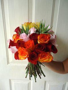 CBR281 Weddings Riviera Maya Bridal bouquet, pink-red-orange roses, exotic floral accents, hand tied. / ramo rosa rojo naranja y flores exoticas
