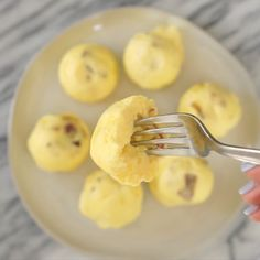 If you love the Starbucks sous vide egg bites you need to try making these copycat Starbucks eggs bites at home! These simple, delicious, and low carb egg bites can be easily made in the instant pot in less than 30 minutes. Starbucks Sous Vide Eggs, Starbucks Egg Bites, Starbucks Recipes, Starbucks Drinks, Low Carb Starbucks, Egg Recipes, Low Carb Recipes, Cooking Recipes, Sous Vide Recipes Eggs