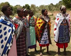 The Maasai Mamas we worked with to make jewelry. #serenaandlily