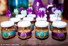 Olha que decoração linda com o tema da Princesa Jasmine!!Fofuras e mais fofuras nesta decoração.....Imagens do blog Frescurinhas PersonalizadasLindas ideias e muita inspiração.Bjs, Fabíola T...
