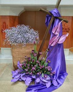 Creative Flower Arrangements, Church Flower Arrangements, Beautiful Flower Arrangements, Floral Arrangements, Alter Flowers, Church Flowers, Easter Altar Decorations, Christmas Advent Wreath, Easter Garden