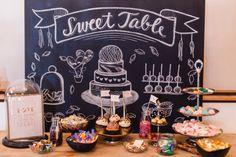 #sweettable #candybar Ja! Eine Verlobung an Silvester mit im gliternden Art Deco Stil von Sandra Socha | Hochzeitsblog - The Little Wedding Corner