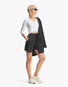 Bermuda met riem - Dots a lot Linda Summer, Short Outfits, Spring Outfits, Sailor Scouts, Office Outfits, Bermuda Shorts, Trousers, Mini Skirts, Chic