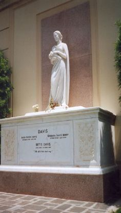 Bette Davis Burial: Forest Lawn Memorial Park (Hollywood Hills) Los Angeles Los Angeles County California, USA Plot: Court of Remembrance, large white tomb to the left of the entrance. Cemetery Monuments, Cemetery Headstones, Old Cemeteries, Cemetery Art, Graveyards, Cemetery Statues, Julius Caesar, Famous Tombstones, Bette Davis Eyes