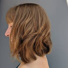 26 Chic Examples of a Layered Bob With Bangs Find out why it's the most popular choice of bob this season. Take a look at this up-to-date collection of layered bob with bangs! Angled Bob Hairstyles, Short Hairstyles For Thick Hair, Latest Hairstyles, Short Hair Styles, Bob Haircuts, Layered Bob With Bangs, Layered Bob Short, Long Asymmetrical Bob, Thin Hair Cuts