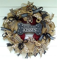 For all of the pet lovers! See how to make a burlap deco mesh wreath. #wreaths #decor
