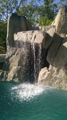 We provide faux rock (carved concrete) training videos and workshops to instruct artists and professionals. Hardscape and natural looking faux stones training is available. Rock Waterfall, Mountain Waterfall, Pond Landscaping, Landscaping With Rocks, Pond Design, Landscape Design, Artificial Rocks, Faux Rock, Building A Pond