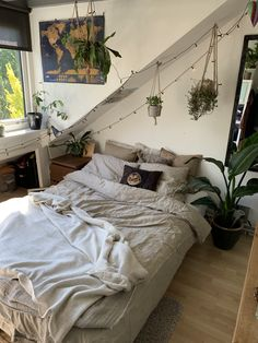 Awesome 49 Cozy Attic Decorating Ideas For Winter Room Design Bedroom, Room Ideas Bedroom, Bedroom Decor, Bedroom Inspo, Wood Bedroom, Indie Room, Vintage Room, Cozy Room, Aesthetic Bedroom