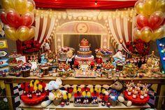 Uma festa infantil para o 1º aninho do Murilo com o tema mais amado pelas mães: Circo! Veja todos os detalhes desta festa linda no blog.