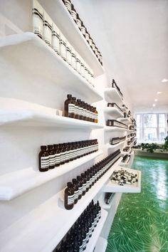 Aesop Covent Garden store in London by Ciguë with curved plasterwork inspired by typical Mediterranean architecture and hexagonal green floor tiles. Retail Interior, Interior Modern, Interior Design, Covent Garden, Aesop Store, Mediterranean Architecture, Retail Space, Salon Design, Shop Interiors