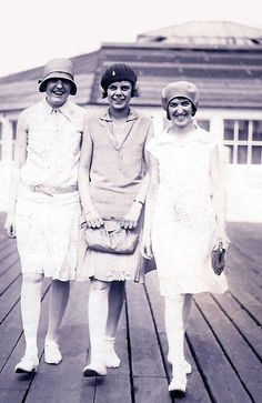 1920's fashion: my Grandma (far right) & friends at Clacton-on-Sea, Essex